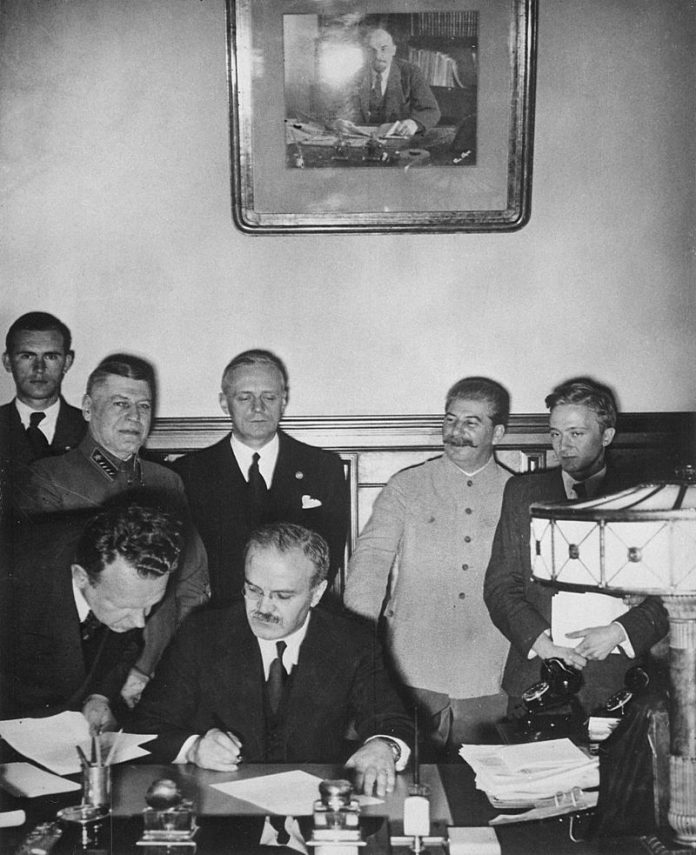 Ondertekening van het Molotov-Ribbentroppact. 23 augustus 1939.